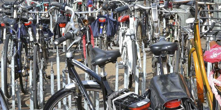 Emmen gaat de wildgroei aan fietsen tegen