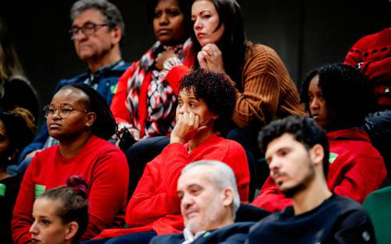 Gedupeerde ouders bij het toeslagendebat.