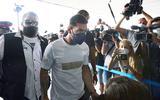 Messi landt vanuit Barcelona op vliegveld Parijs
