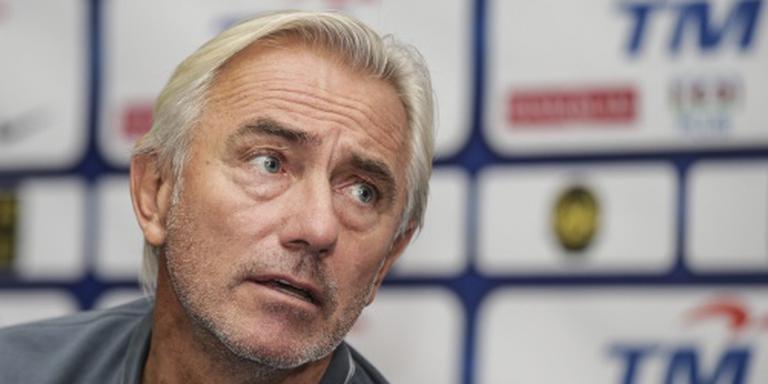 Late strafschop helpt Van Marwijk aan winst