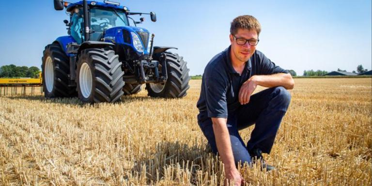 Boer Pieter van der Burg uit Oostwold merkt ook de gevolgen van de aanhoudende droogte en hitte. Foto: Huisman Media