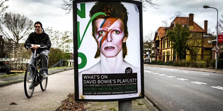 NNO neemt honneurs Bowie waar
