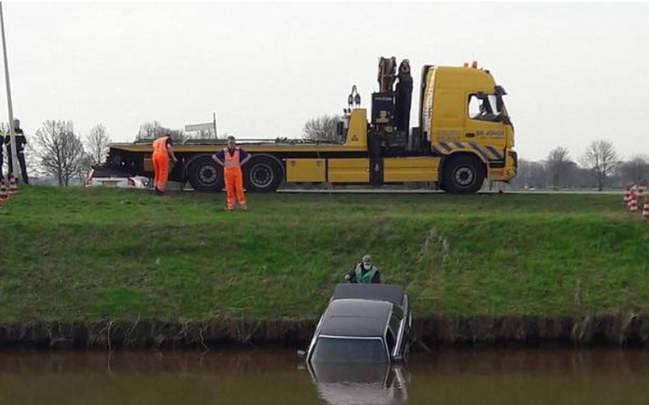 Zo werd de auto van Ralf Meinema in het Stieltjeskanaal aangetroffen. Foto: Politie
