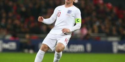 Engeland wint bij afscheid Rooney