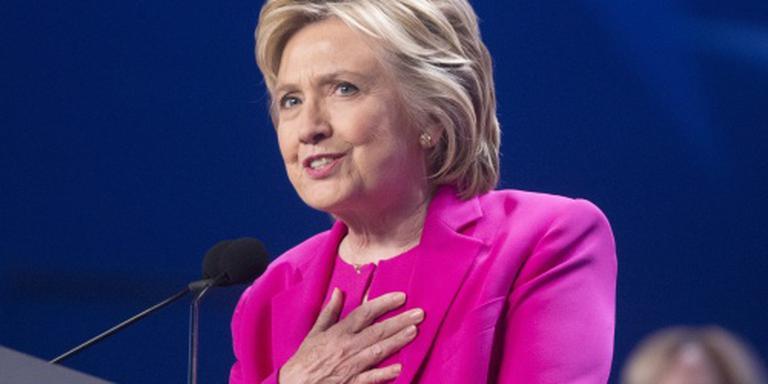 Clinton moet vragen beantwoorden over e-mails