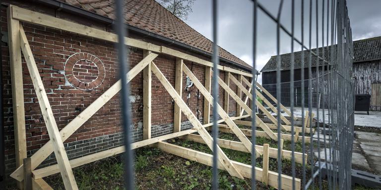 Een huis met bevingsschade in Sauwerd Foto Archief Kees van de Veen