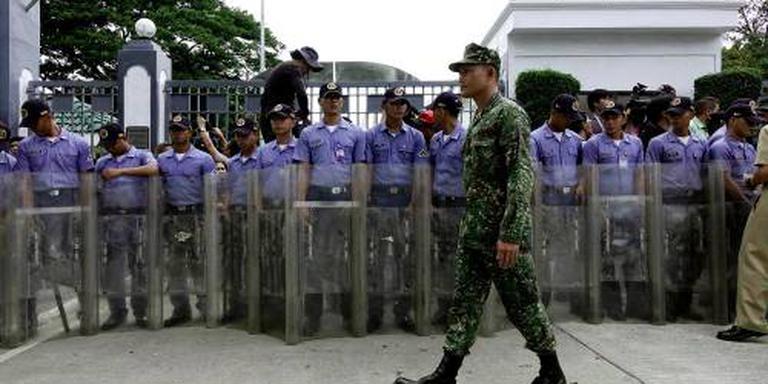 Marcos herbegraven op heldenkerkhof