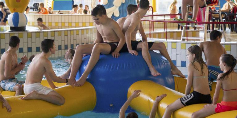 Gratis zwemmen Hoogeveense jeugd valt in de smaak