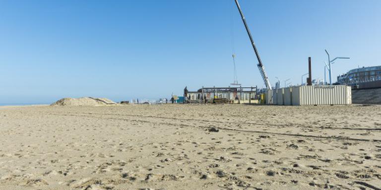 Tienduizenden mensen tegen bouwen aan kust