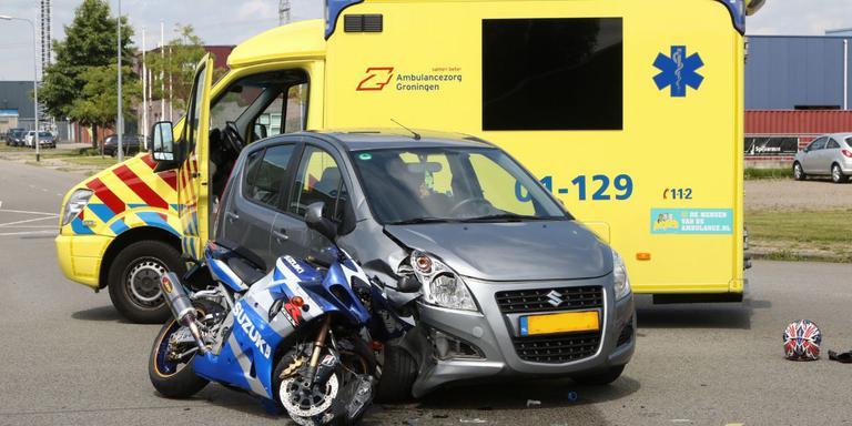 Motorrijder gewond bij aanrijding met auto in Groningen.