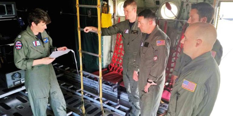 VS zoeken twaalf vermisten na helikoptercrash