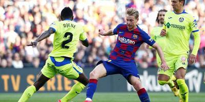 Voetballers Barcelona staan 70 procent van salaris af