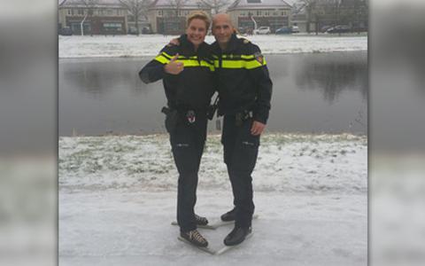 """Politie """"surveilleert"""" op de schaats"""