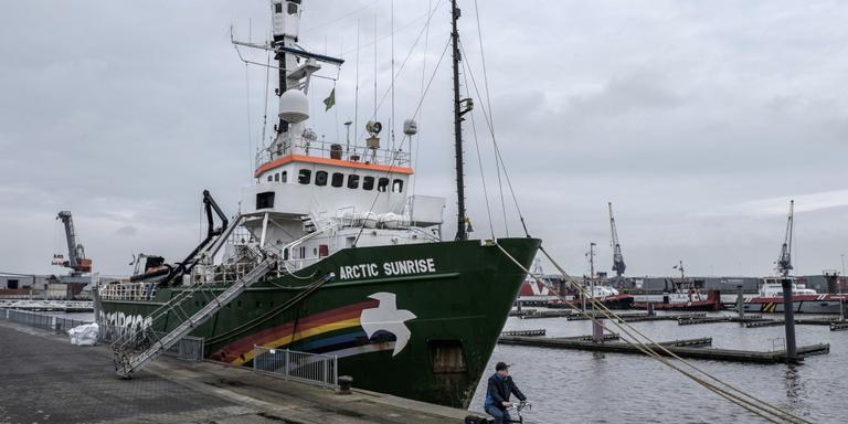 Greenpeace-schip blijft nog even in Delfzijl voor open huis