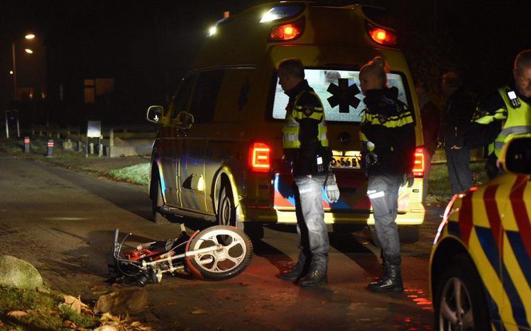 Brommerrijder raakt gewond bij botsing met auto in Veenoord.