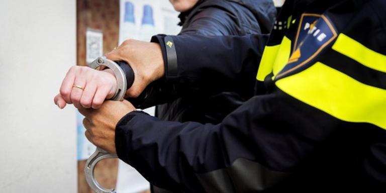 Na een korte vaartocht werd de 27-jarige inwoner van Nieuw-Weerdinge aangehouden. FOTO ANP