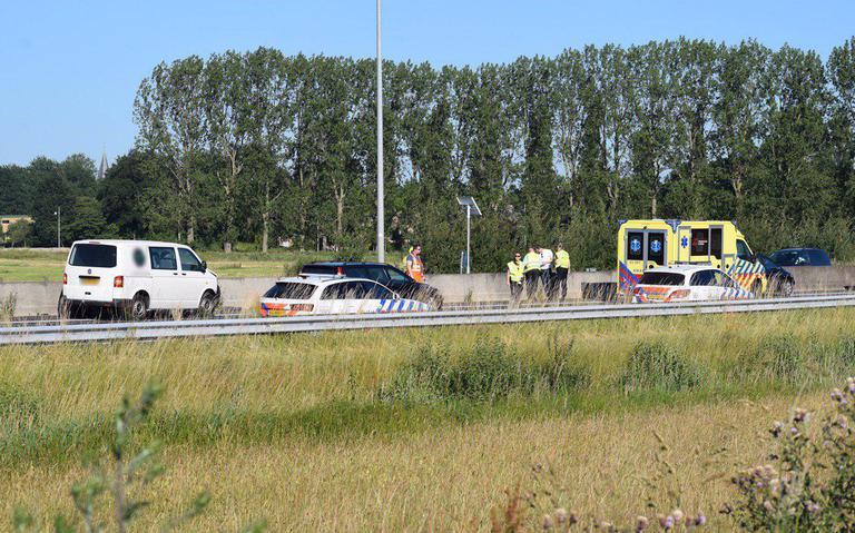 File op de A28 tussen Groningen en Haren na botsing.