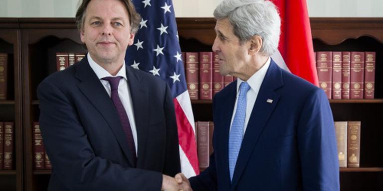 Koenders tegen Kerry: samen tegen IS