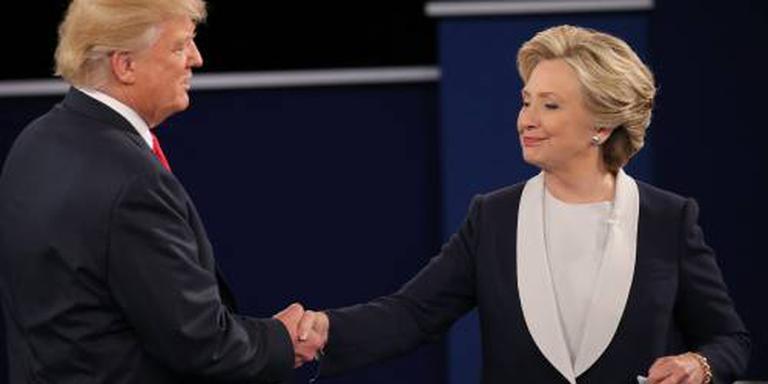 Trump en Clinton grappen bij benefietdiner