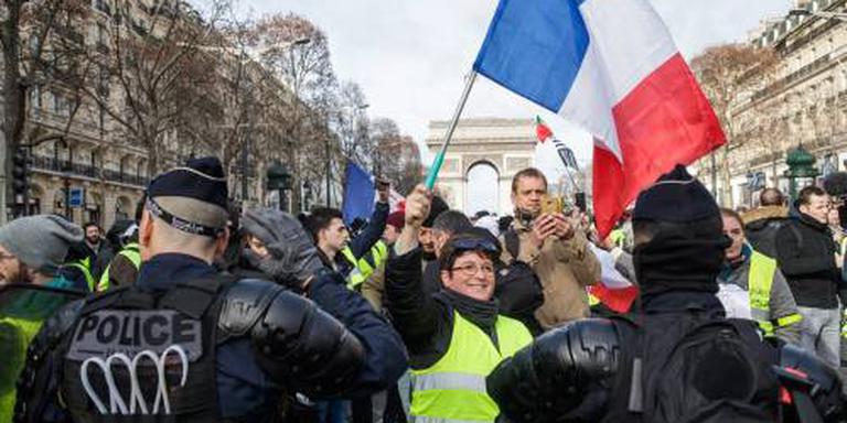 Weer geweld bij protest gele hesjes in Parijs