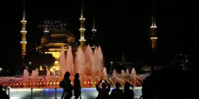 Turkse leger stelt avondklok in