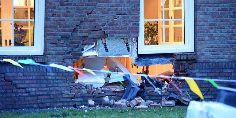 Het gat in de muur van de woning in Nieuw-Dordrecht. Foto: De Vries Media