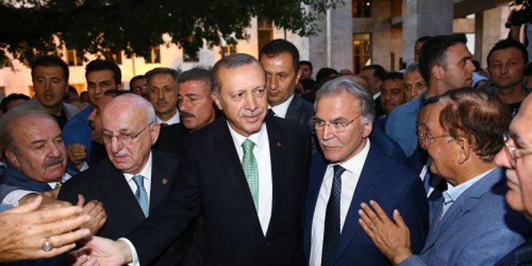 Erdogan tekent zijn eerste decreet