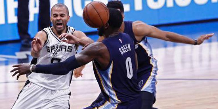 Parker viert rentree in NBA met overwinning