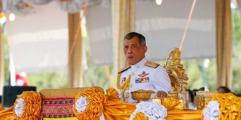 Kroonprins Vajiralongkorn volgt vader op