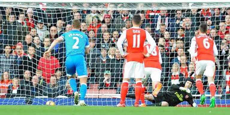 Arsenal blijft in spoor van top drie