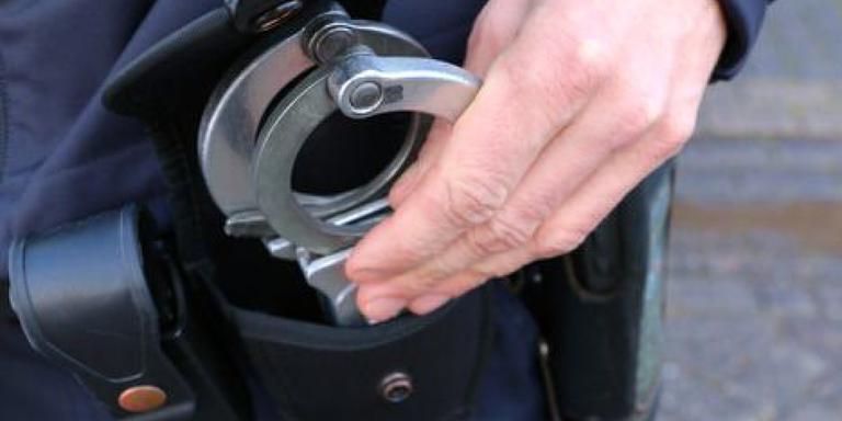 Een 36-jarige Groninger moet vier maanden de cel in voor smijten met barkruk.