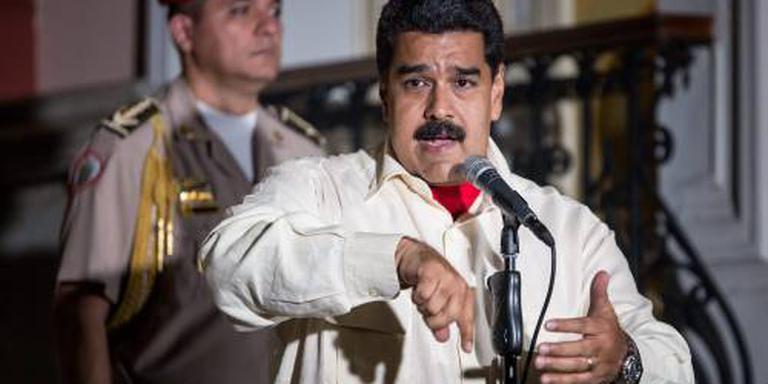 President Venezuela danst door de crisis heen
