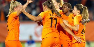 Voetbalsters in Utrecht tegen Zwitserland