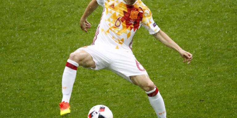 Iniesta mist start competitie door blessure