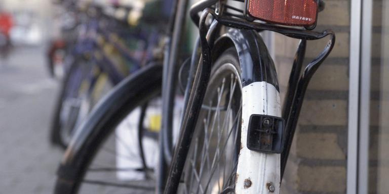 Politie deelt 419 boetes uit in Groningen voor fietsen zonder licht ...