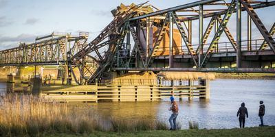 Kapotte spoorbrug biedt nieuwe kans