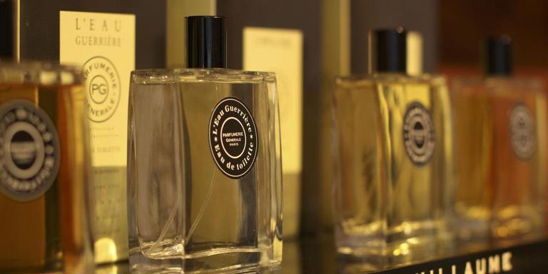 Twee parfumdieven moeten de cel in voor hun 'geniepige' diefstal