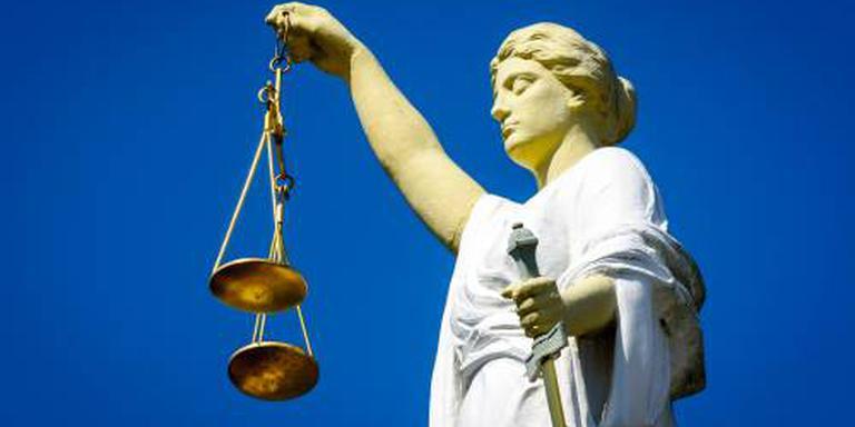 Q-koortspatiënten slepen staat voor de rechter