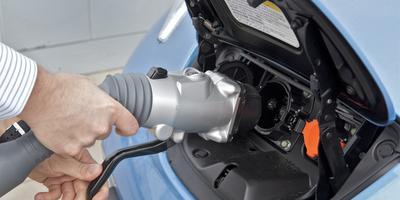 De elektrische auto staat op het punt van doorbreken, maar dan moeten er wel voldoende laadpalen zijn.