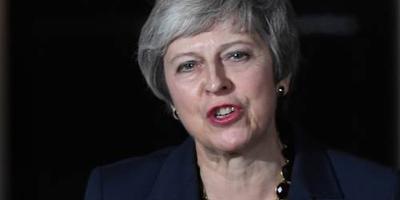 May verdedigt brexitdeal