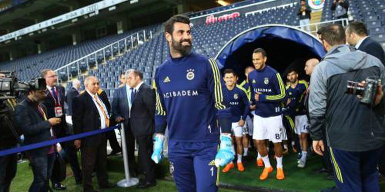 Cocu houdt doelman Demirel bij Fenerbahçe
