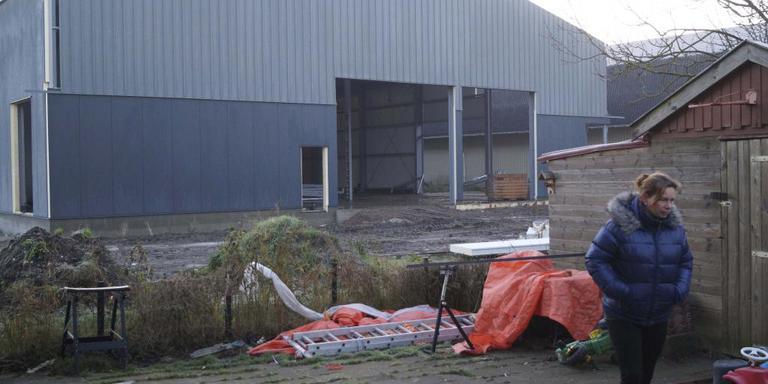 De omstreden aardappelloods in Den Andel had er niet mogen komen, zegt de provincie.