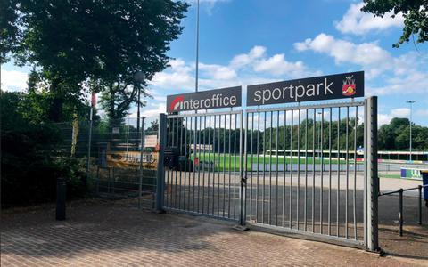 Bonje en intriges bij 125-jarige voetbalclub WVV uit Winschoten. Bestuur en trainer Bernd van Bolhuis hebben ruzie: 'Bedreigd en gescholden? Ik scheld nog geen scheidsrechter uit!'