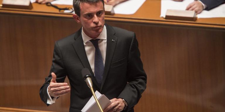 Franse premier drukt arbeidswet door parlement