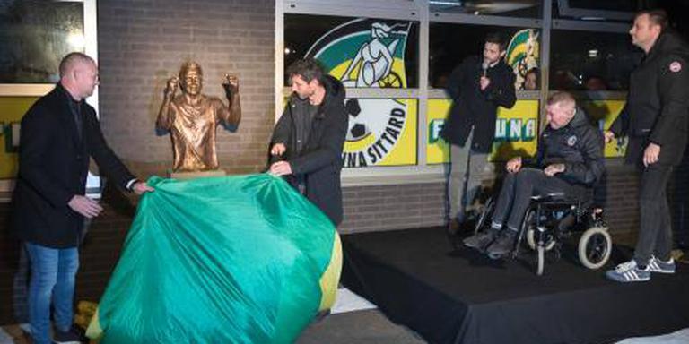Standbeeld onthuld van voetballer Ricksen