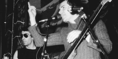 Sting (rechts) en Henri Padovani tijdens het optreden van The Police in Tweede Exloërmond op 19 maart 1977. Foto: Archief DvhN/Marius Dussel