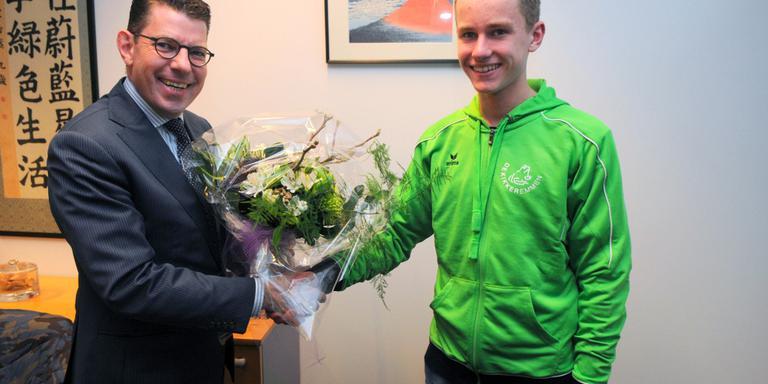 Emmen feliciteert zwemkampioen