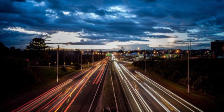 In Nederland rijdt het verkeer rechts, maar dat is niet altijd zo geweest.