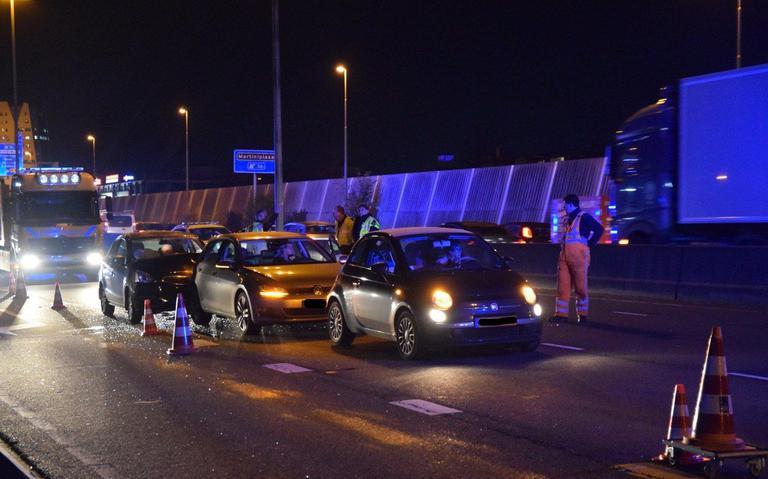 Veel blikschade na botsing tussen twee autos in Haaksbergen.