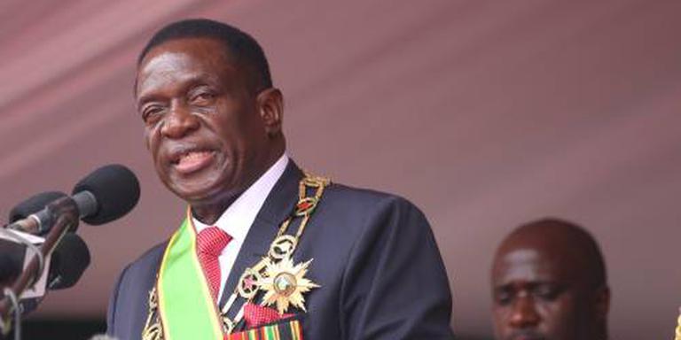 Mnangagwa wil gestolen staatsgeld terug